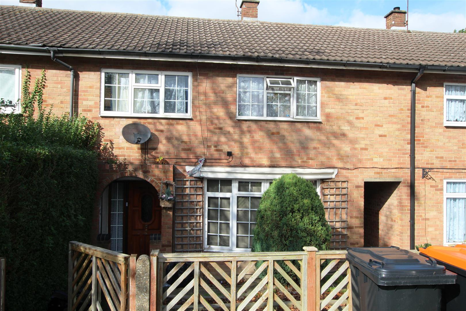 3 Bedrooms Terraced House for sale in Meadow Lane, Houghton Regis